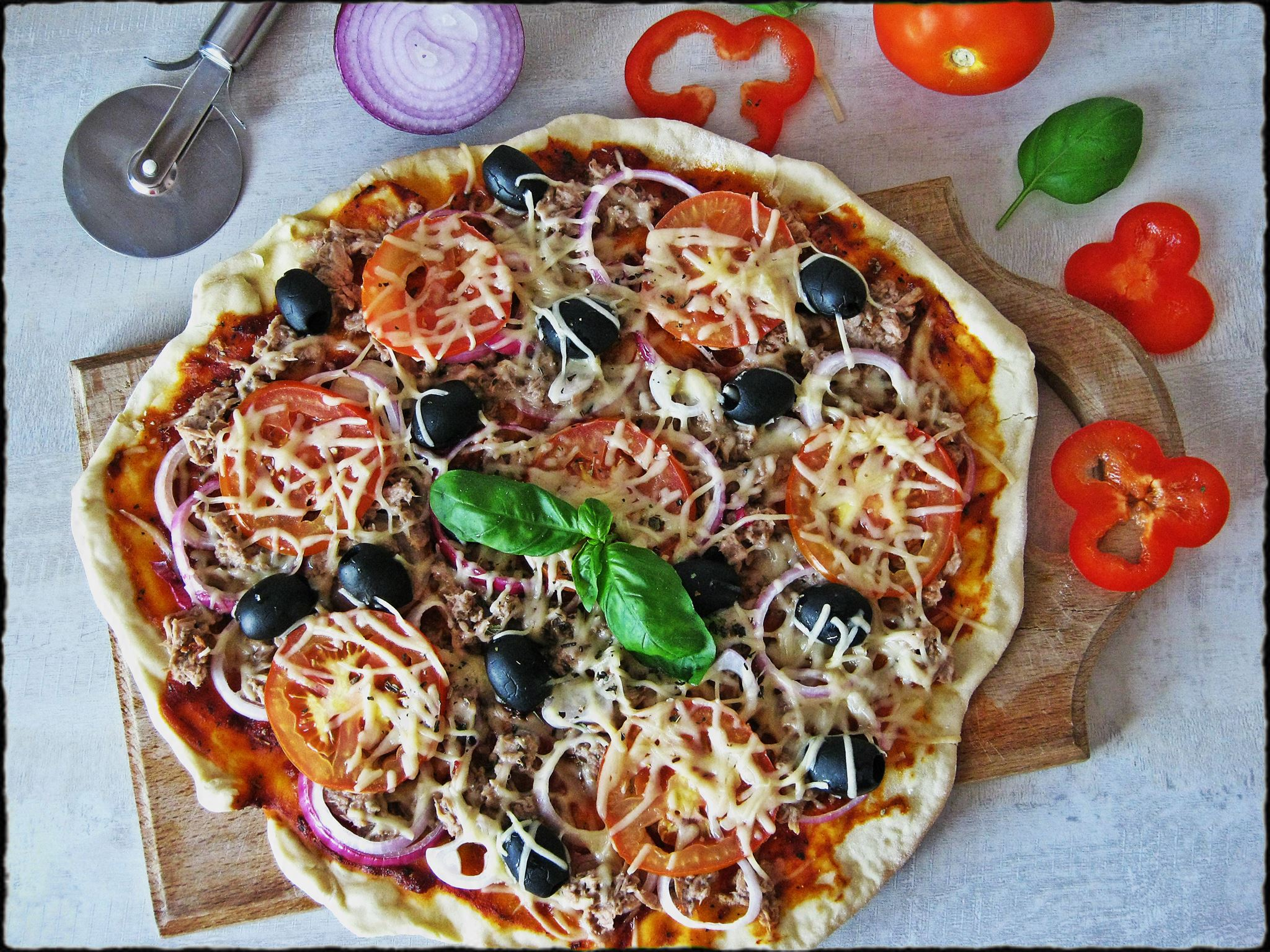 8 пицца туна